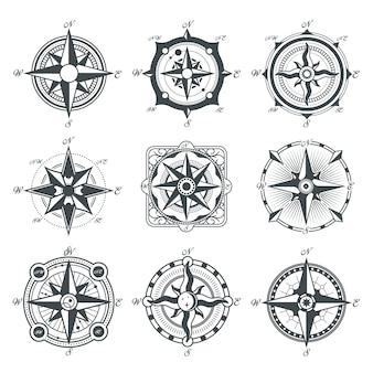 Zestaw różnych kompasów vintage