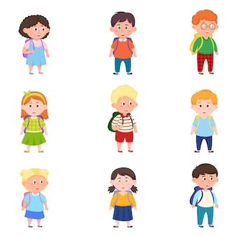 Zestaw różnych uroczych i szczęśliwych dzieci w wieku szkolnym z nowoczesnymi plecakami