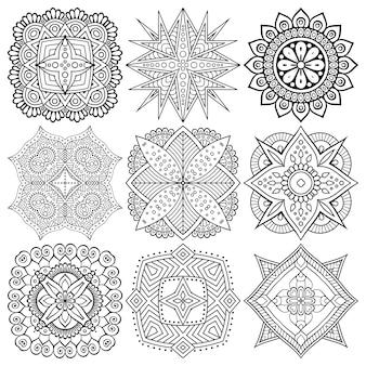 Zestaw rysunków etnicznych mandali.