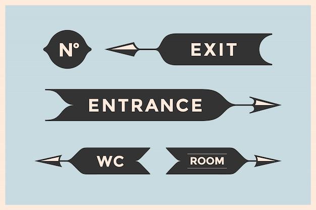 Zestaw starych strzał i banerów z napisem wejście, wyjście, pokój, wc