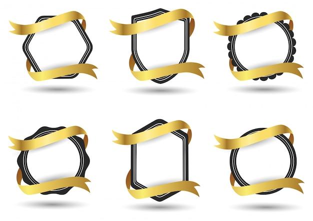 Zestaw streszczenie odznaka ze złotą wstążką na białym tle. ilustracja