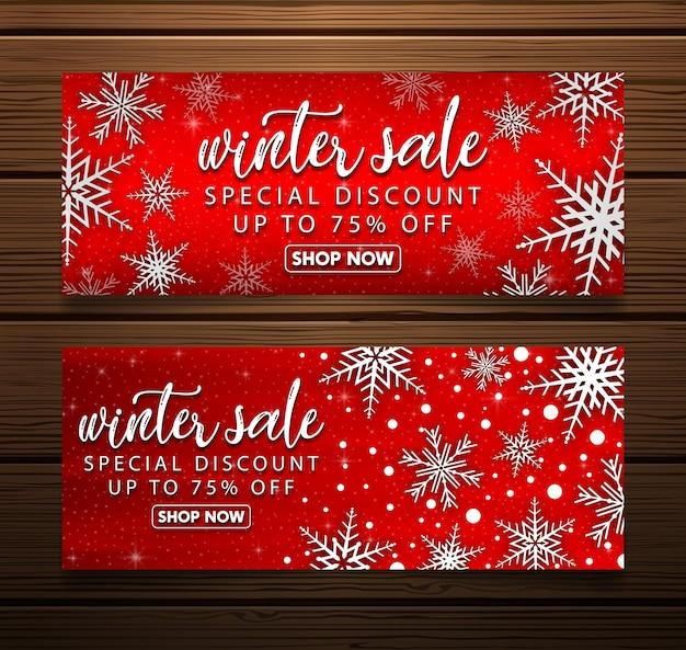 Zestaw świątecznych banerów sprzedaży z gałęzi jodłowych i czerwonych bombek