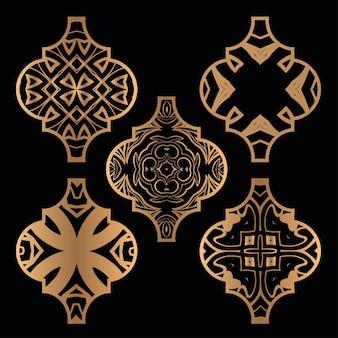 Zestaw świątecznych ozdobników z arabeski