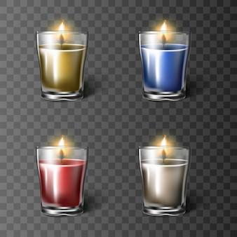 Zestaw świec w szklanym kubku w kolorach czerwonym, białym, niebieskim i pomarańczowym, na białym tle.