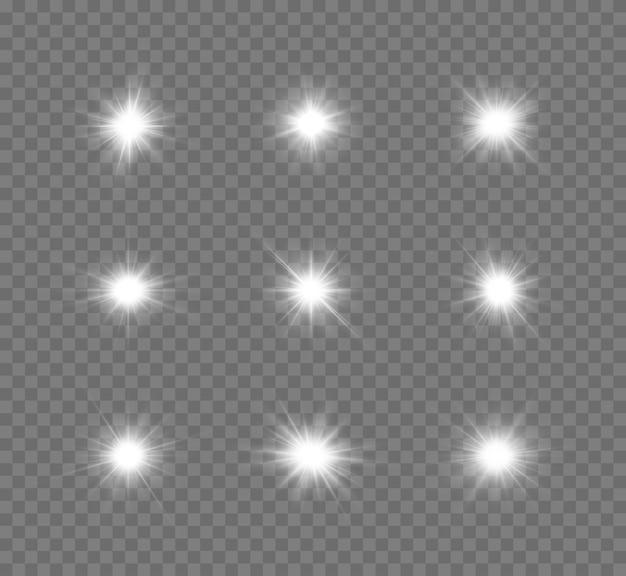 Zestaw świecących białych gwiazdek efekt świetlny jasna gwiazda gwiazda bożonarodzeniowa srebrne świecące światło eksploduje na przezroczystym tle