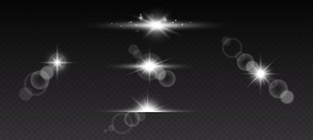 Zestaw świecących efektów świetlnych z przezroczystością na białym na czarnym tle. flary, promienie, gwiazdy i iskierki z kolekcją bokeh. ilustracja wektorowa