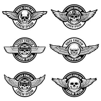 Zestaw szablonów emblematów klub rowerzysty. emblematy z czaszkami i skrzydłami. elementy logo, etykiety, znak. ilustracja