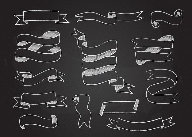 Zestaw szkicowy wstążki i flagi w stylu kredy