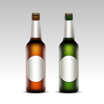 Zestaw szklanych butelek piwa lekkiego frosty z etykietami
