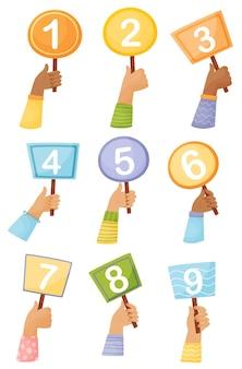 Zestaw tabliczek z numerami w rękach