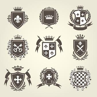 Zestaw tarcz rycerskich i herb królewski
