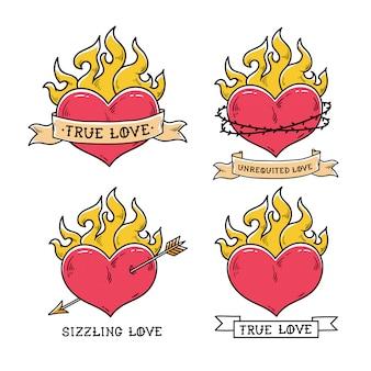 Zestaw tatuaży płonącego serca ze wstążką. prawdziwa miłość. serce płonie w ogniu. serce przebite złotą strzałą. skwiercząca miłość. serce w koronie cierniowej. styl starej szkoły.