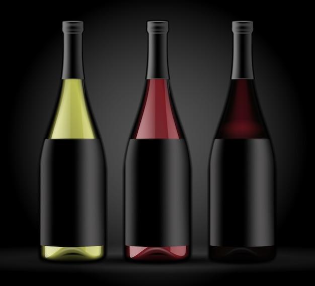 Zestaw trzech butelek wina na ciemnym tle.