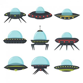 Zestaw ufo, kosmiczne statki kosmiczne, płaski styl. zestaw kolorów tablic obcych kół dla interfejsu użytkownika gry. statek kosmiczny w formie płyty do transportu. zestaw nlo w stylu kreskówkowym. ilustracja.