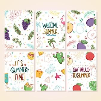 Zestaw uroczych kart letnich doodle piękne letnie plakaty z winogronami, brzoskwiniami, kaktusami, napojami kokosowymi, liśćmi palmowymi i tekstem napisanym odręcznie