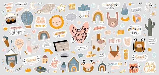 Zestaw uroczych skandynawskich znaków dla dzieci, w tym modne cytaty i fajne ręcznie rysowane elementy dekoracyjne zwierząt.