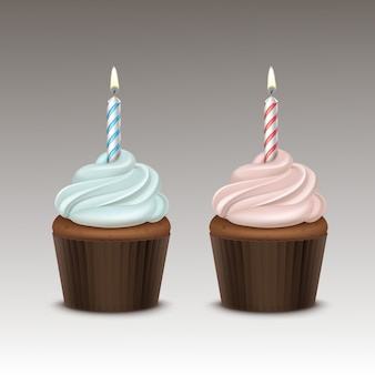 Zestaw urodziny cupcake z jasnoniebieskim różową bitą śmietaną i jedną świecą z bliska na tle