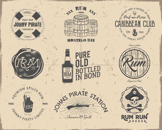 Zestaw vintage, ręcznie robionych pirackich i rumowych emblematów, etykiet, logo.