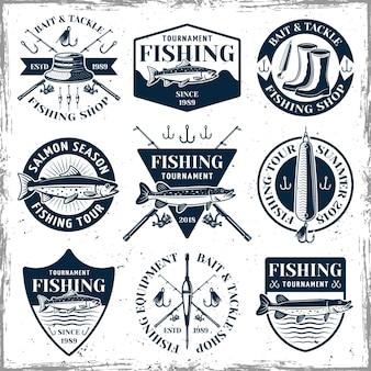Zestaw wędkarski dziewięciu emblematów, etykiet, odznak lub logo w stylu vintage