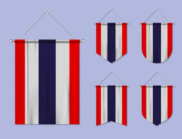 Zestaw wiszące flagi tajlandii z tekstylne tekstury różnorodność kształtów kraju bandery. proporczyk pionowy szablon.