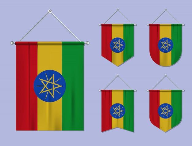 Zestaw wiszących flag etiopii z tekstylną teksturą. różnorodność kształtów kraju bandery. proporczyk pionowy szablon