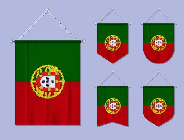 Zestaw wiszących flag portugalii z tekstylnymi teksturami. różnorodność kształtów kraju bandery. proporczyk pionowy szablon.