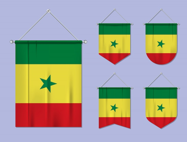 Zestaw wiszących flag senegalu z tekstylnymi teksturami. różnorodność kształtów kraju bandery. proporczyk pionowy szablon.
