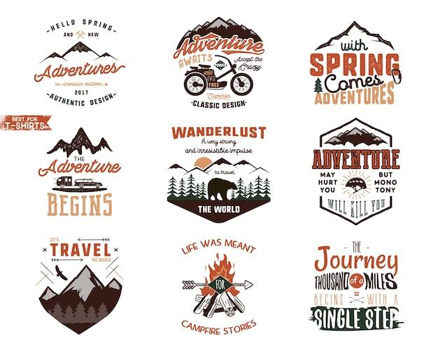 Zestaw wzorów koszulek vintage adventure. ręcznie rysowane etykiety podróży. odkrywca gór, wanderlust, emblematy wyprawy, cytaty w stylu retro kolory. na białym tle. ilustracja wektorowa