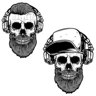 Zestaw z brodatą czaszką w słuchawkach.