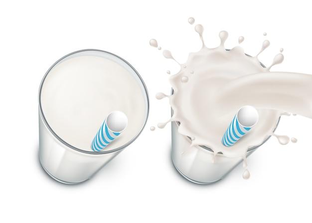 Zestaw z dwoma realistycznymi szklankami wypełnionymi mlekiem, śmietaną lub jogurtem, z mlecznym pluskiem i napojem