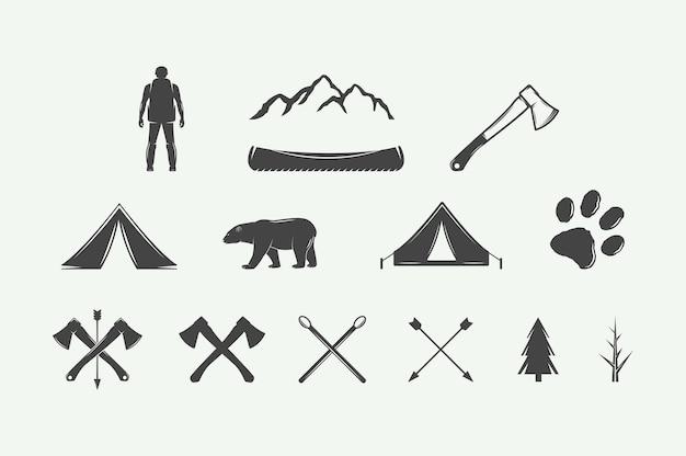 Zestaw zabytkowych elementów kempingowych i przygodowych może być używany logo odznaki etykiety