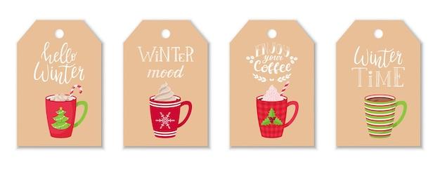 Zestaw zawieszek z czerwonymi kubkami do kawy i kakao z bitą śmietaną i ręcznym napisem na temat zimy i kawy. etykiety ręczne. płaski styl.
