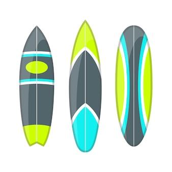 Zestaw zdobionych kolorowych desek surfingowych