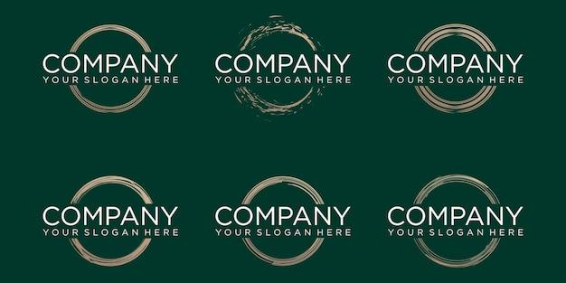 Zestaw złoty ręcznie rysowane kształt okręgu. etykieta, element projektu logo. pędzel streszczenie fali. ilustracja wektorowa.