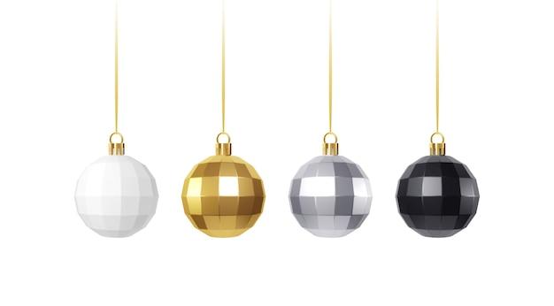 Zestaw złotych, białych, srebrnych i czarnych realistycznych ozdób choinkowych na białym tle.