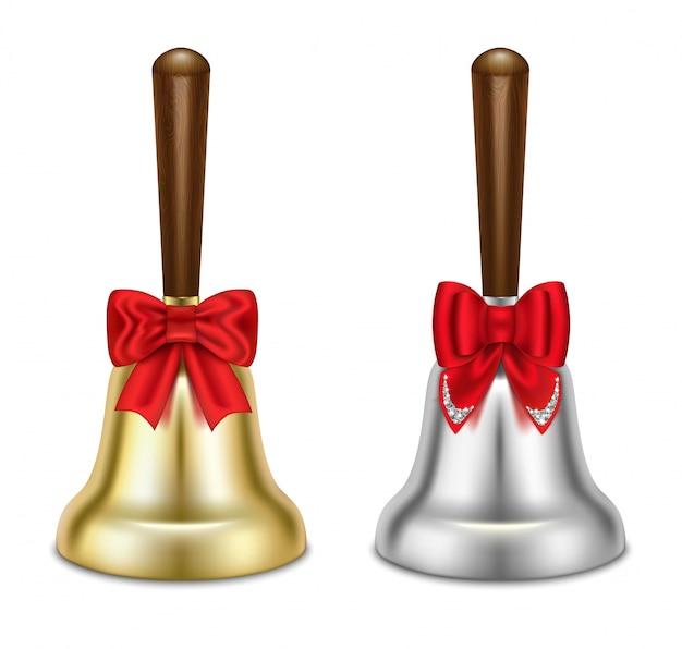 Zestaw złotych i srebrnych dzwonków. z czerwonymi kokardkami.