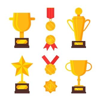 Zestaw złotych trofeów i medali. nagrody za osiągnięcia. złote puchary, nagroda dla zwycięzcy. płaska ilustracja. projekt kreskówki.