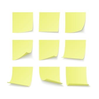 Zestaw żółtych naklejek przyklejonych z miejscem na tekst lub wiadomość.