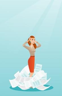 Zestresowana kobieta biznesu o wiele pracy do zrobienia.