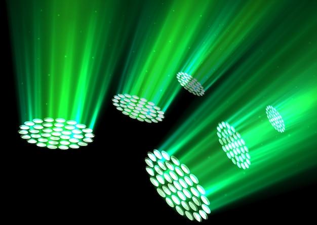 Zieleni światła reflektorów na ciemnym tle