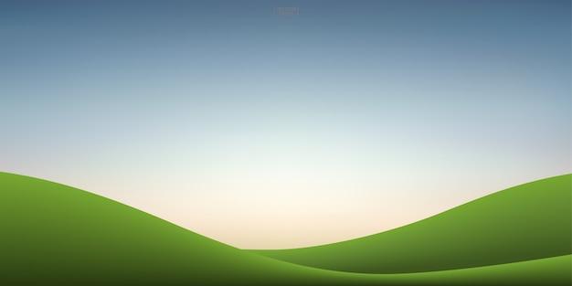 Zielona trawa wzgórze i zachód słońca na tle nieba