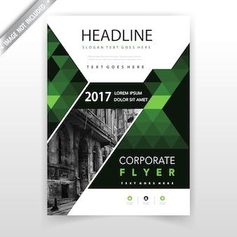 Zielona wieloboczna pionowa broszura projektowa