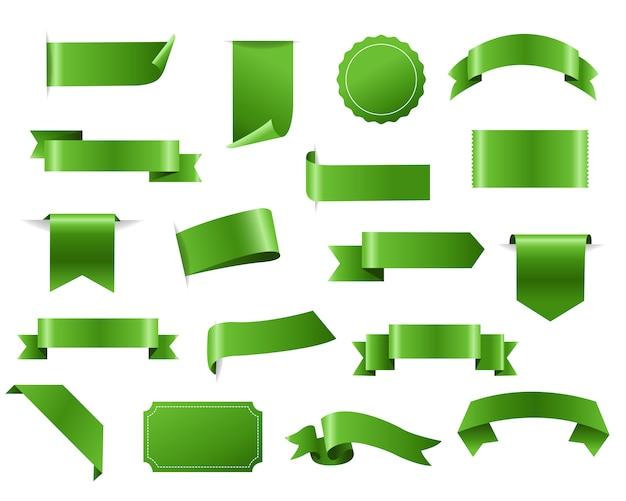 Zielona wstążka i tagi białym tle