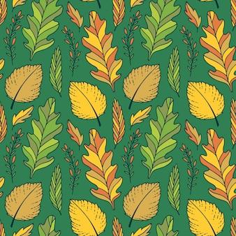 Zielone tło jesienne. wzór jasnych jesiennych liści w kolorach żółtym i zielonym
