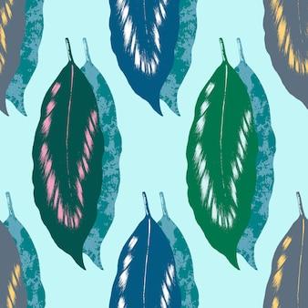 Zielony liść z białym, różowym i żółtym cieniowaniem i tekstura wzór na jasnozielonym