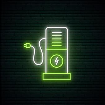 Zielony neonowy znak stacji ładującej