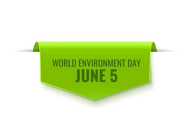 Zielony tag na dzień środowiska na białym tle