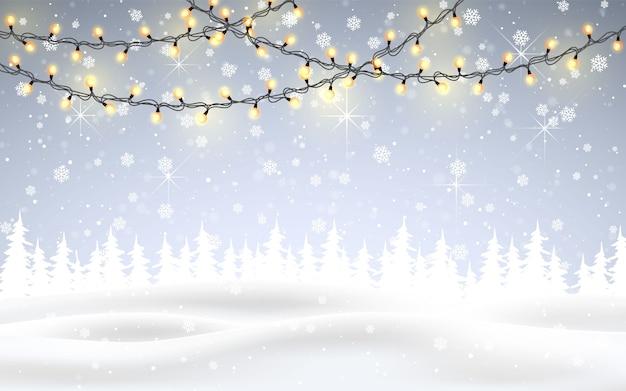Zima nadchodzi. świąteczny, śnieżny nocny krajobraz leśny ze spadającym śniegiem, jodłami, lekką girlandą, płatkami śniegu na zimowe i noworoczne wakacje. boże narodzenie zima tło.