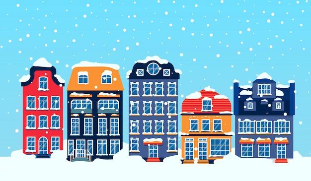 Zimowa europejska zaśnieżona ulica z domu niebo płaskie kreskówka karty. wesołych świąt i szczęśliwego nowego roku panoramiczny poziomy baner z budynkami. boże narodzenie wakacje miejski pejzaż