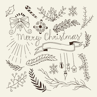 Zimowa kompozycja świąteczna z naturalnymi gałęziami drzew, kokardkami, cukierkami, wiszącymi zabawkami i wstążką